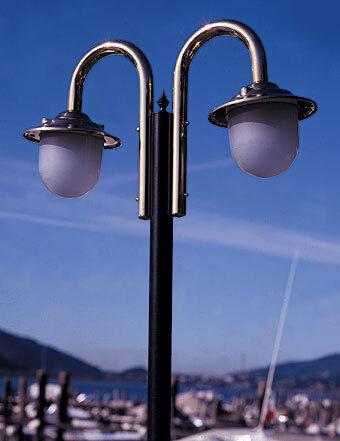 Lampione a due luci con palo da esterno