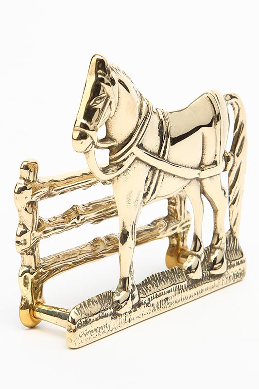 Cavallo porta lettere corrispondenza in ottone lucido su staccionata