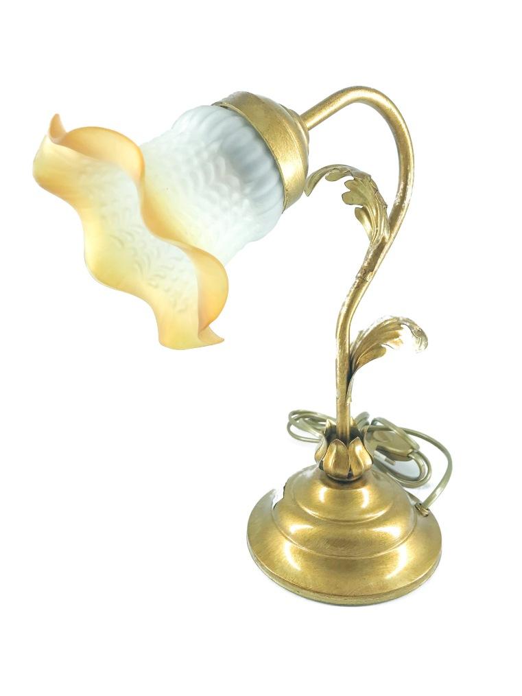 Lampada da tavolo in ferro dorato foglia acanto vetro ambra