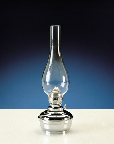 Lampada a petrolio da tavolo in ottone cromato con vetro trasparente