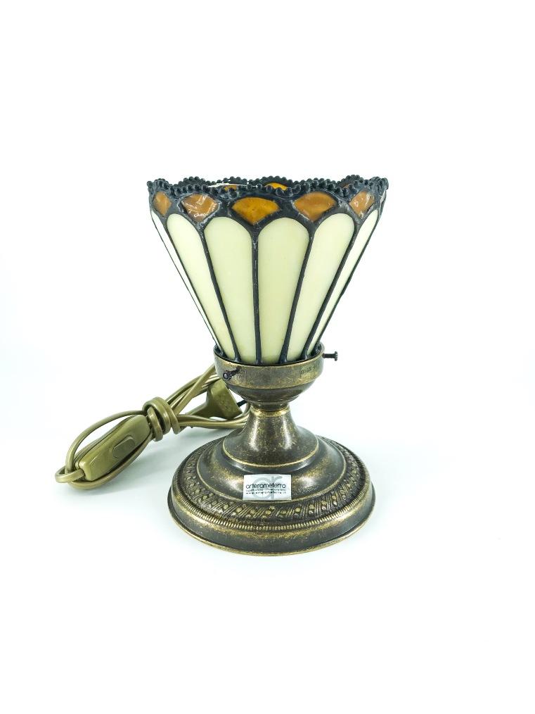 Lampada da tavolo in ottone con paralume tiffany ambra