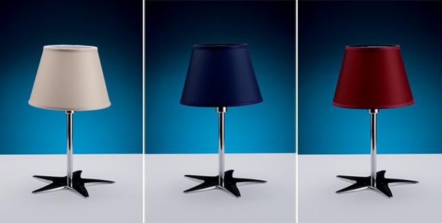 Lampada da tavolo in ottone cromato con tre tipologie di paralume in stoffa