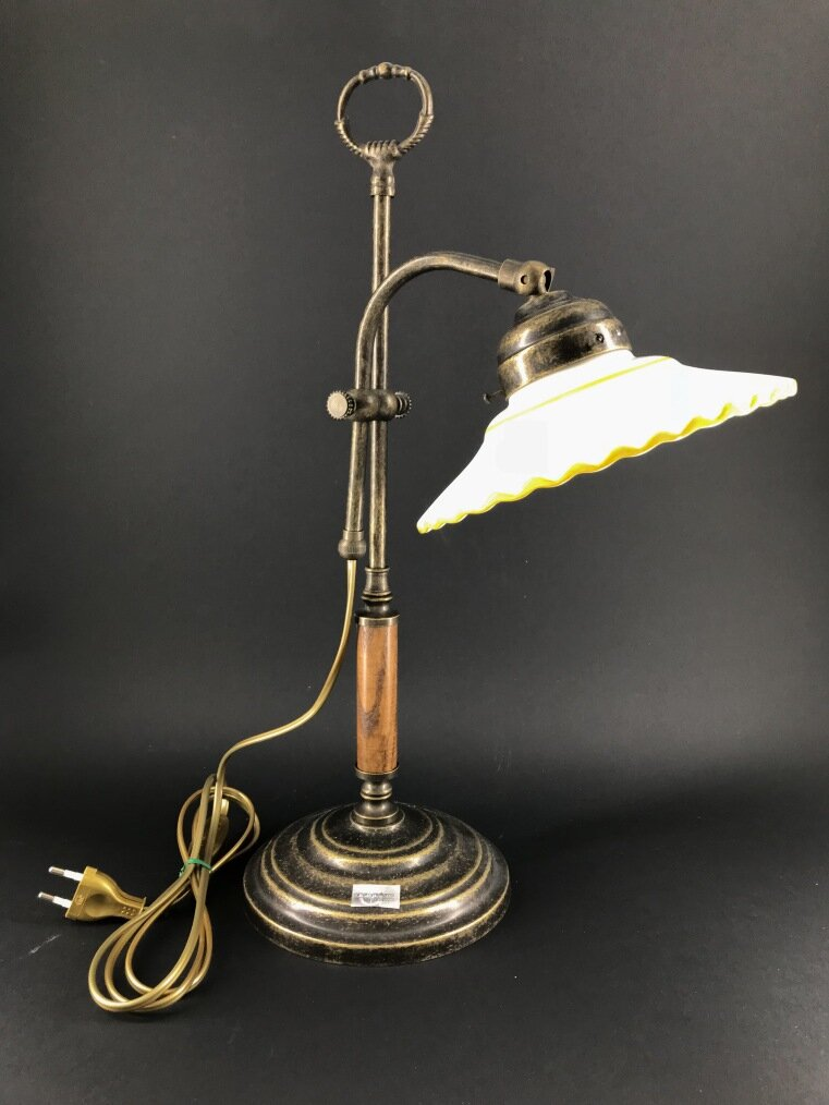 Lampada da tavolo regolabile in altezza con piattino in ceramica gialla