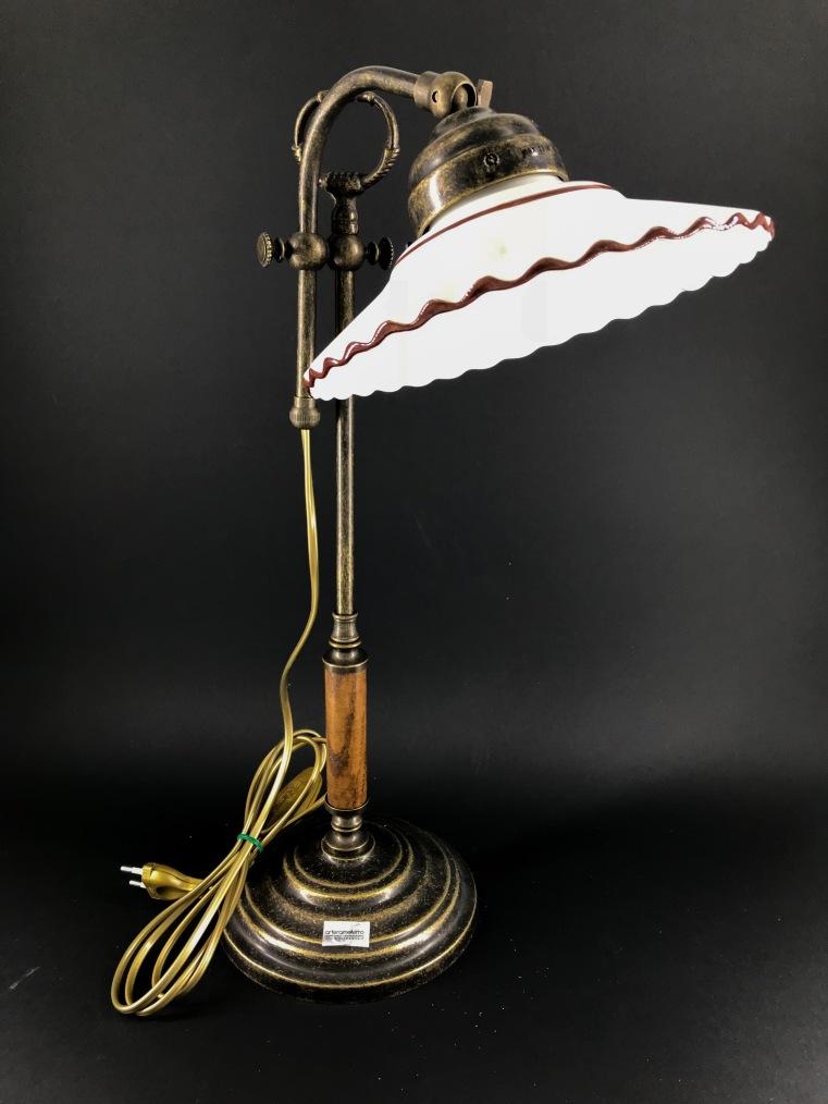 Lampada da tavolo regolabile in altezza con piattino in ceramica rosa antico