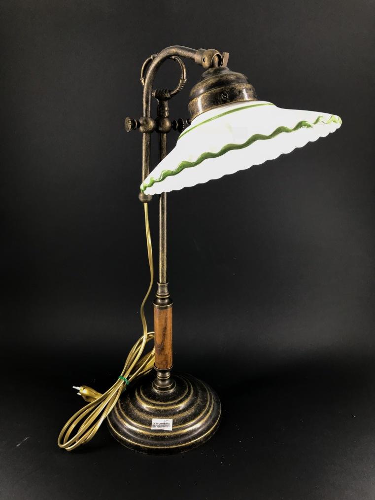 Lampada da tavolo regolabile in altezza con piattino in ceramica verde