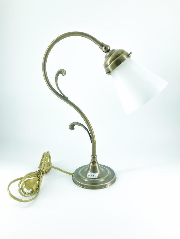 Lampada da tavolo doppio riccio ottone con vetro bianco