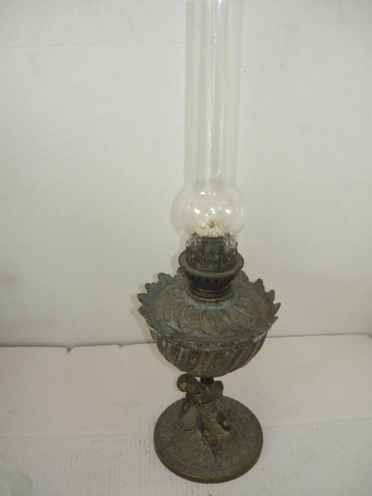 Lume a petrolio in ottone con putto e vetro fine '800 riproduzione FRANCESE