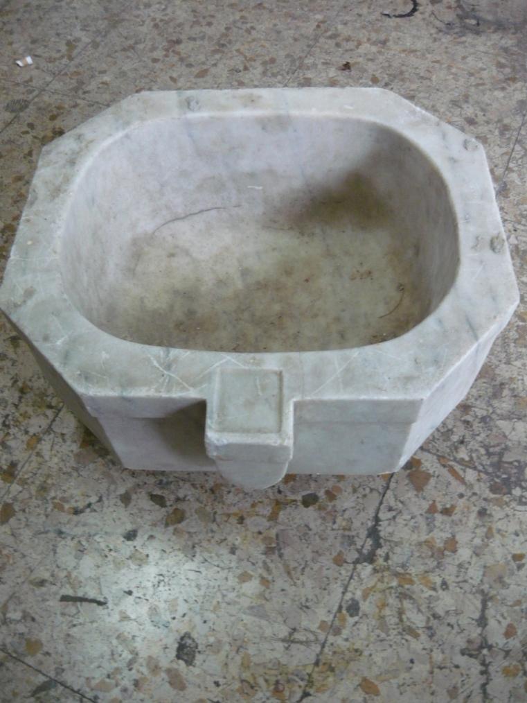 Antica acquasantiera lavandino esagonale in marmo fine '800
