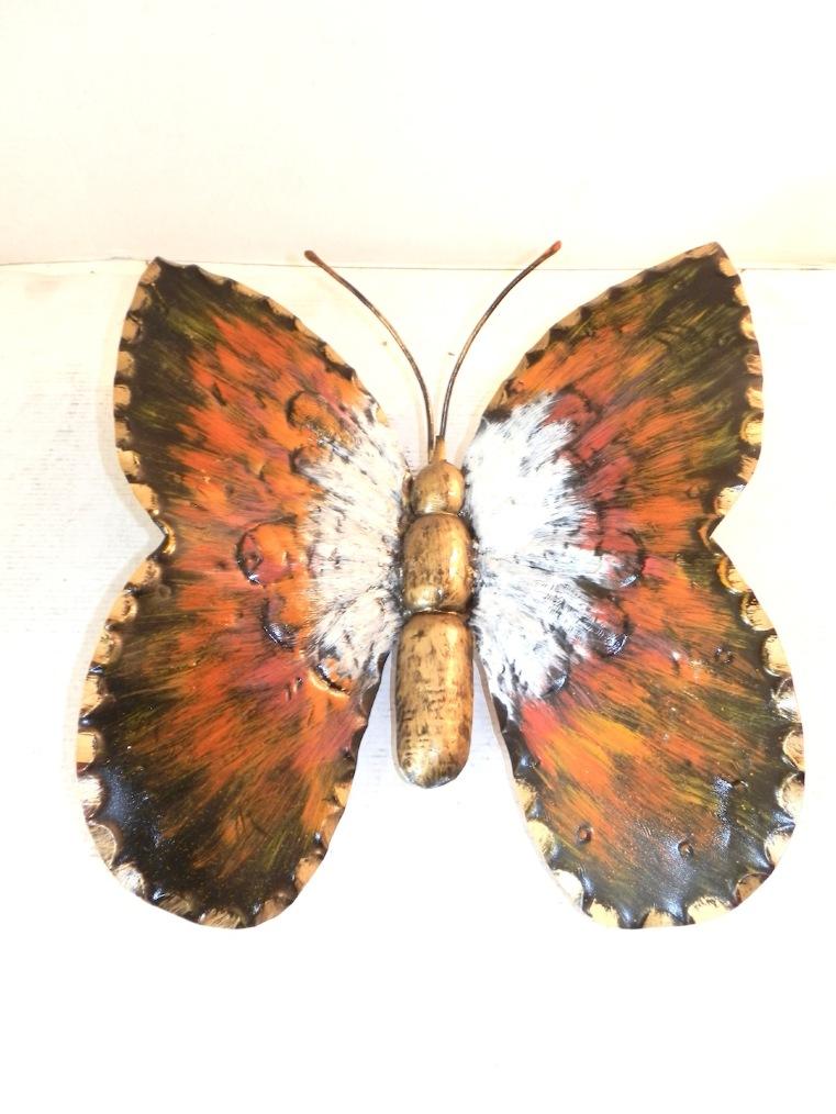 Farfalla grande in ferro battuto decorata a mano