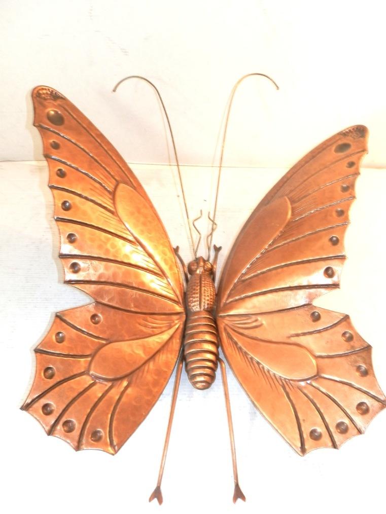 Farfalla gigante in rame da parete interamente realizzata a mano