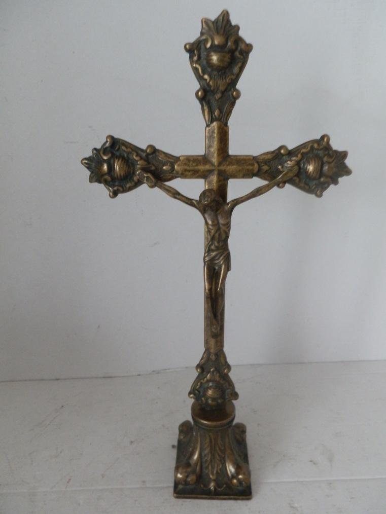 Crocifisso da tavolo in ottone brunito con base per chiesa