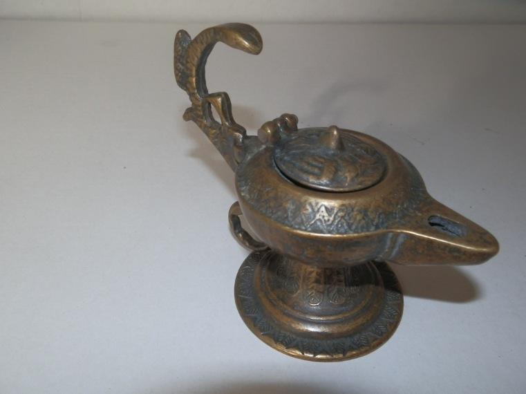 Lume ad olio a forma di lampada orientale