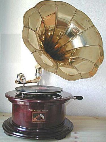 Riproduzione di un grammofono antico rotondo